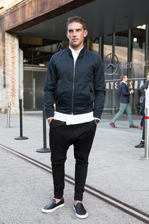 ガリガリ男子がスキニーを履くときはピッチリと脚に張り付くほどの細さはオススメできませんので、少し余裕がある方がいいでしょう。