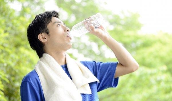プロテインは筋トレ後に必要な量のタンパク質を必要なタイミングで吸収できるので筋トレにおいて最も重要なアイテムなんです。