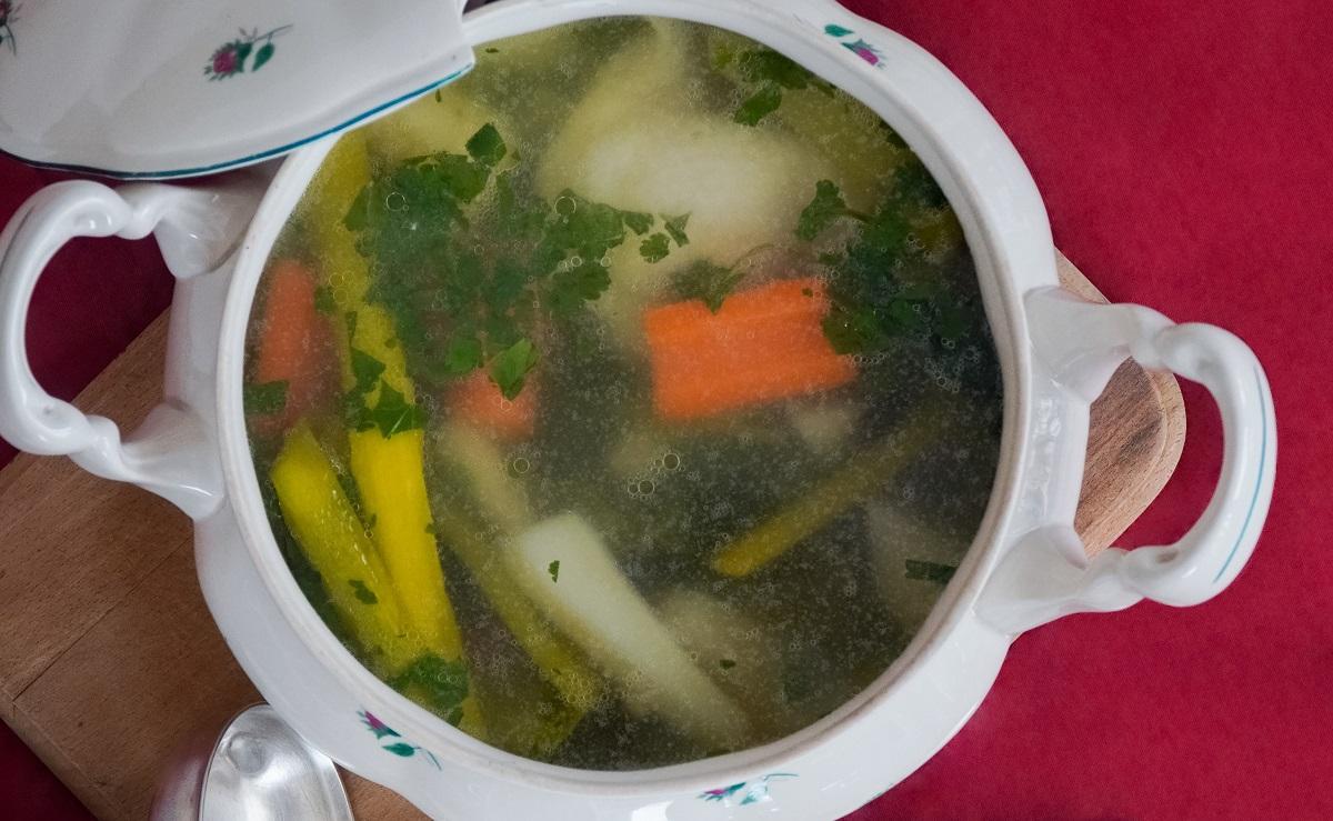 大根が飽きてきたら、おでんの素をコンソメに変えるだけでスープになります。アマニ油やシソ油をスプーン一杯入れてスープをいただくと、コクが出ておいしくヘルシーにいただけます。