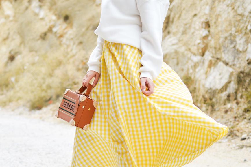 痩せすぎ体型の女性がキレイに見えるアイテム【春ファッション】明るい春色を取り入れる