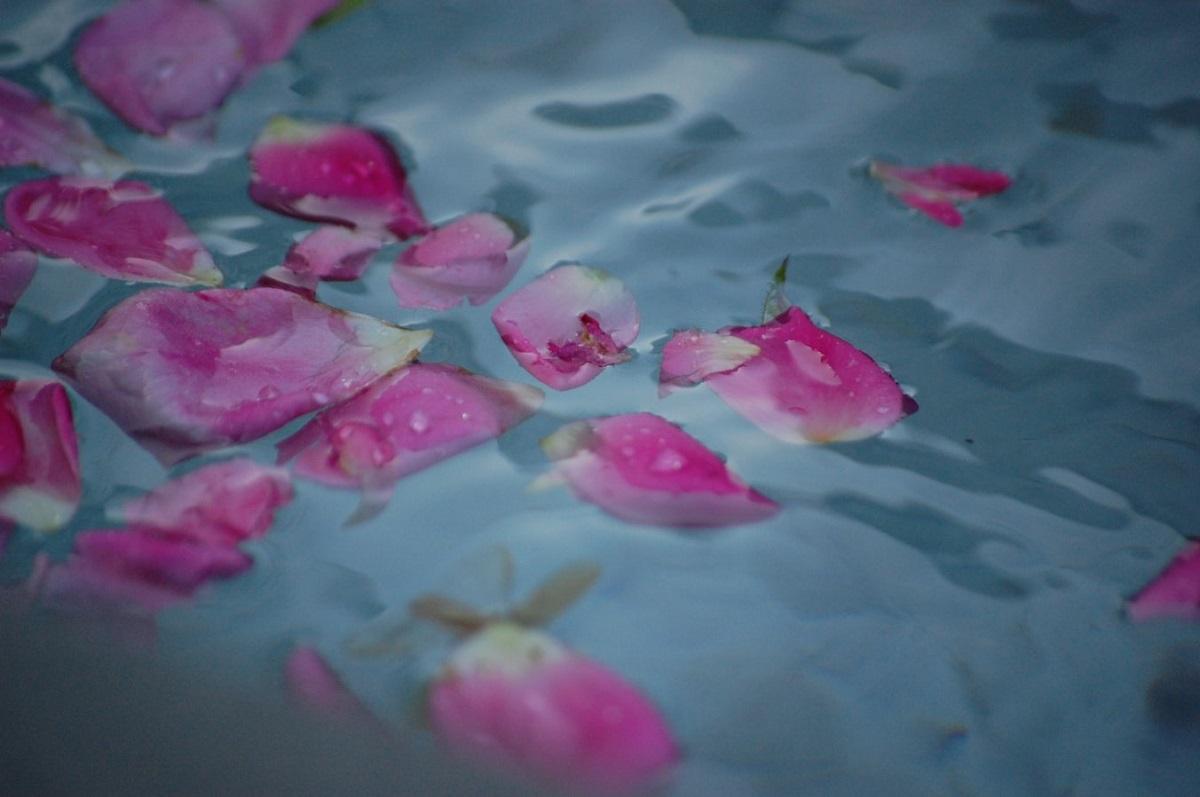 「花びら」も、香りと雰囲気でテンションを上げてくれますよね。