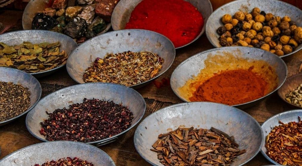 唐辛子、山椒、パクチーなど香野菜も食欲を促進させます。