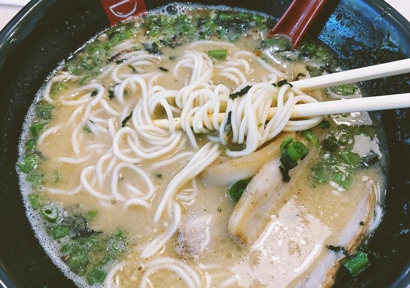 糖質は、炭水化物の「白米」「麺類」をよく噛んで食べることが大事です。